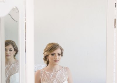 bride-carinya-hair-&-beauty-mirror